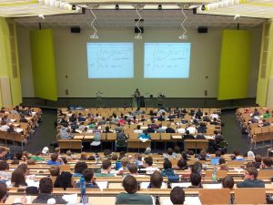 Alasan Dosen mengajar di kampus lain