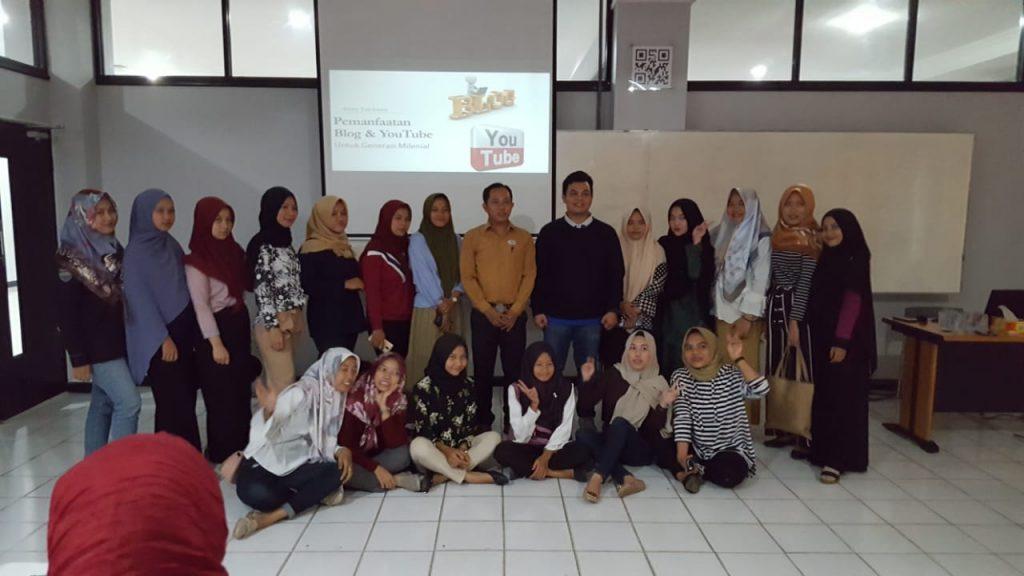 Pemateri seminar pemanfaat Blog dan Youtube untuk generasi milenial